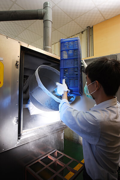Nitrogen Frozen De-flashing Machine for Rubber Products