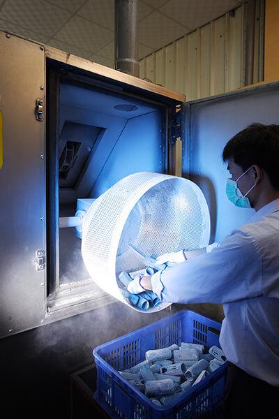 Nitrogen Frozen De-flashing Machine for Rubber Parts
